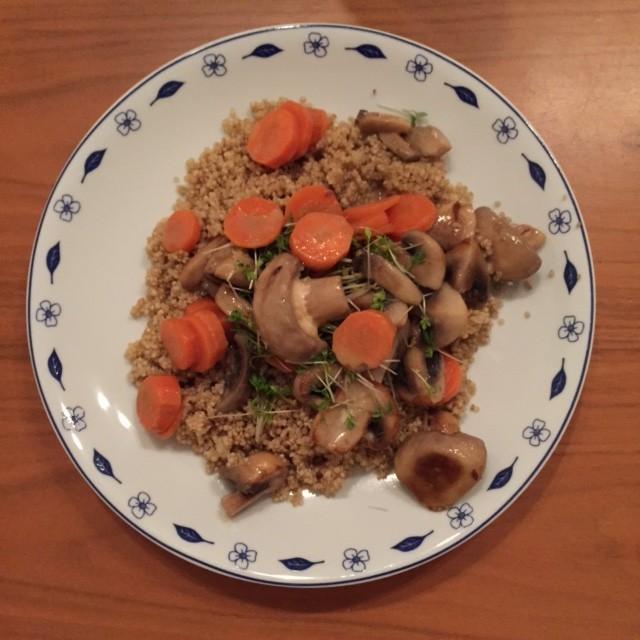Quinoa met wortels en champignons