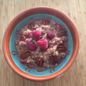 Quinoa frambozen en pecannoten