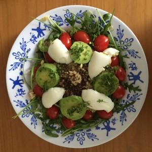 Quinoa gekookt ei en avocado