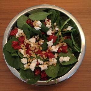 spinazie salade met geroosterde tomaat