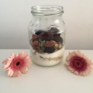 quinoa ontbijt met bramen en yoghurt